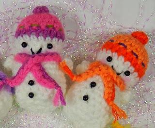 http://mojimojidesign.com/teeny-tiny-snowmen/
