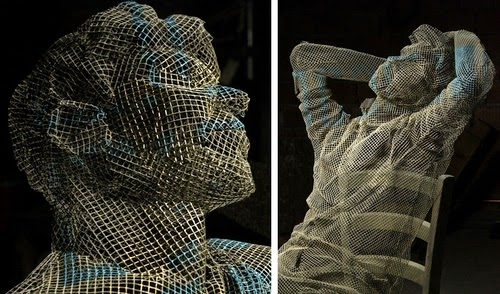 00-Edoardo-Tresoldi-Chicken-Wire-Sculptures-of-People-Frozen-in-Time-www-designstack-co