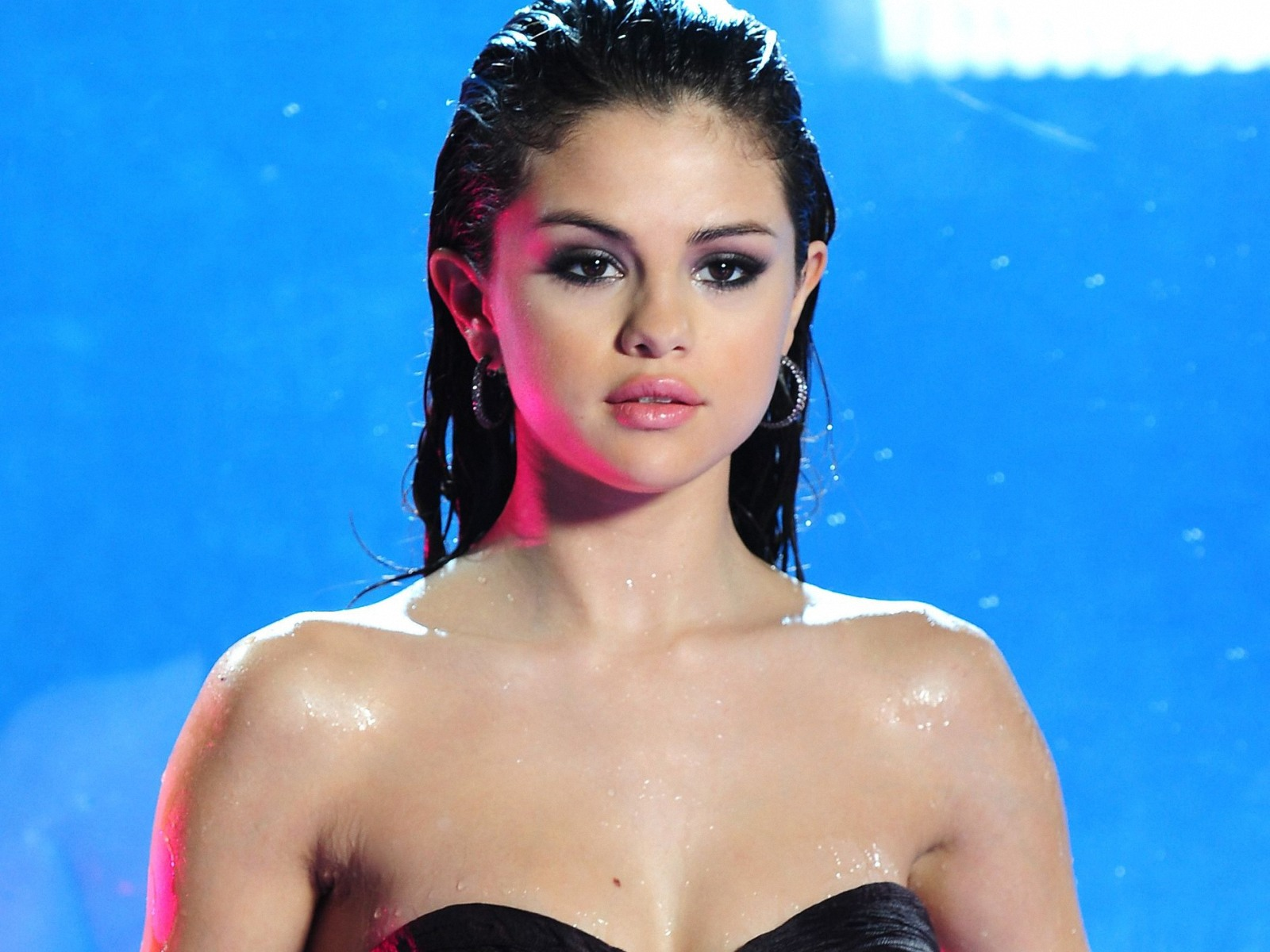 selena gomez soaking wet