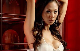 hot Model Majalah Popular Indah Kalalo [PIC]