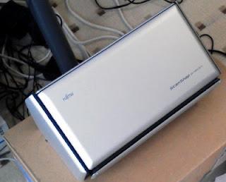 ScanSnap S1500(閉じた状態)