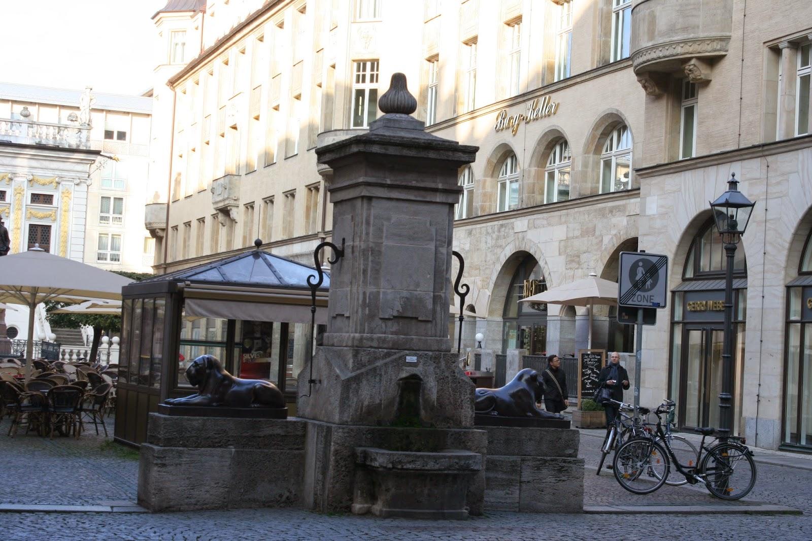 Der älteste noch funktionierende Brunnen  - Löwenbrunnen am Naschmarkt