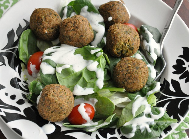 Falafel Salad with Spinach and Veggies