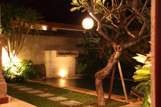 Jardin y Piscina en Bali Prime Villas, Kerobokan, Bali