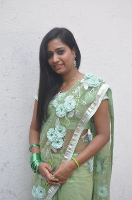 kayavan in saree latest photos