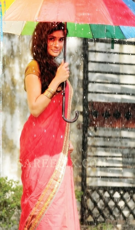 Anjala-Zaveri-saree-holds-umbrella-from-Life-is-Beautiful-movie