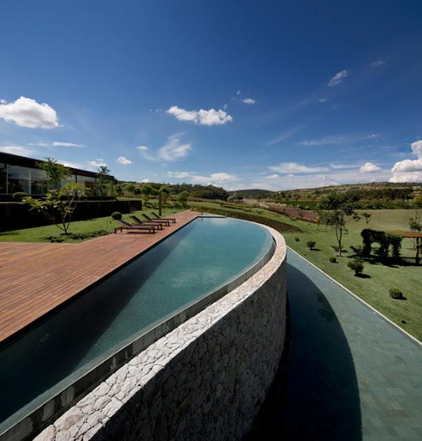Красивейший дом с бассейном на холмах