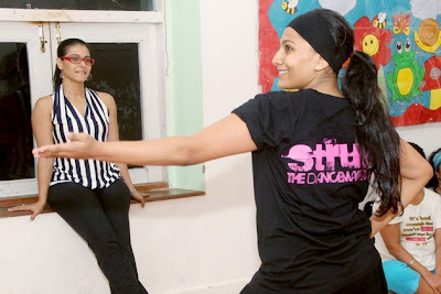 kajol dance lessons with the students latest photos