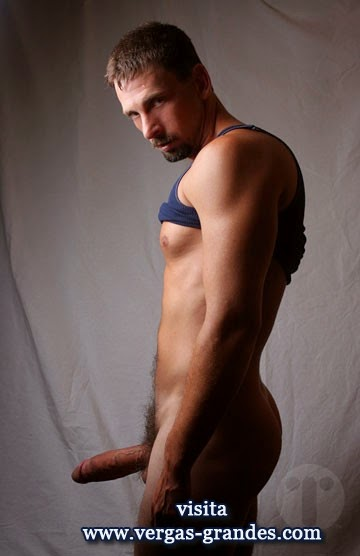 Hombres desnudos bien dotados