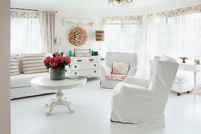 White+Vintage+Chic+living+room Vintage Style Interior Inspiration