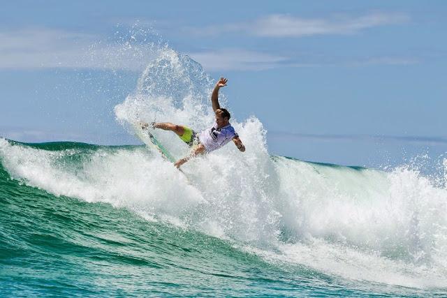 19 Quiksilver Pro Gold Coast 2015 Bede Durbidge Foto WSL Kelly Cestari