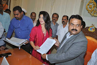 Jacqueline joins hands with PETA to ban horse carriages