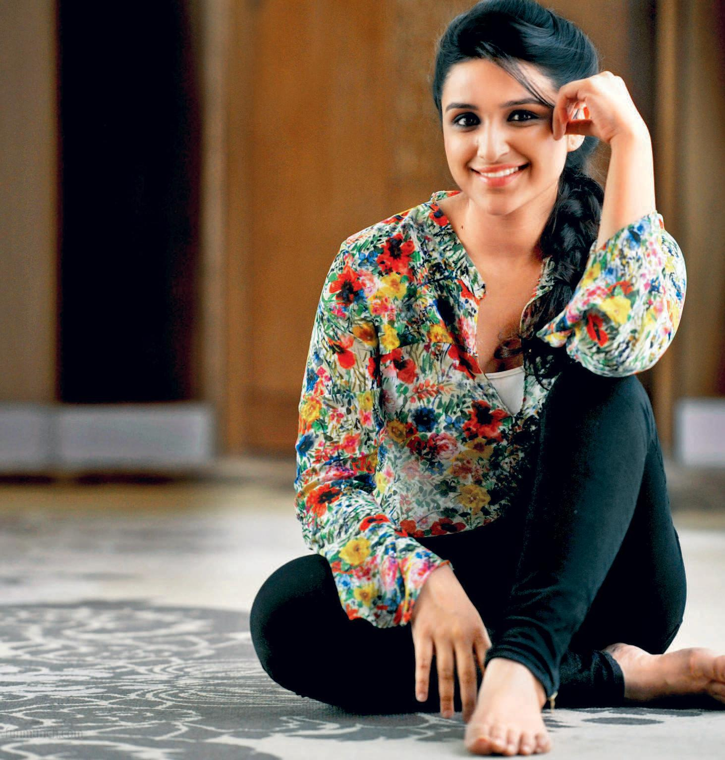 http://1.bp.blogspot.com/-M8gDfkQTN7E/UXp5M2y3m2I/AAAAAAAAGdk/NN1P0qKutPQ/s1600/parineeti+chopra+hd+wallpapers+++latest+new+collection+(3).jpeg
