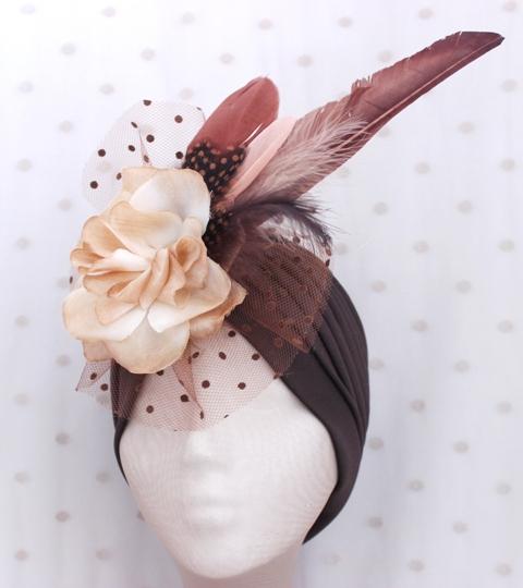 Colección Cumbres - Turbante chocolate Flor y pluma