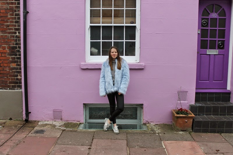 undersizedcloset, undersized closet, undersizedcloset blog, undersized closet blog, ootd, outfit, outfit of the day, blogger, bloggers, fashion, fashion blogger, fashion bloggers, trend, style, fur, fake fur, leather, fake leather, nike, primark, river island, pull and bear, pastel blue