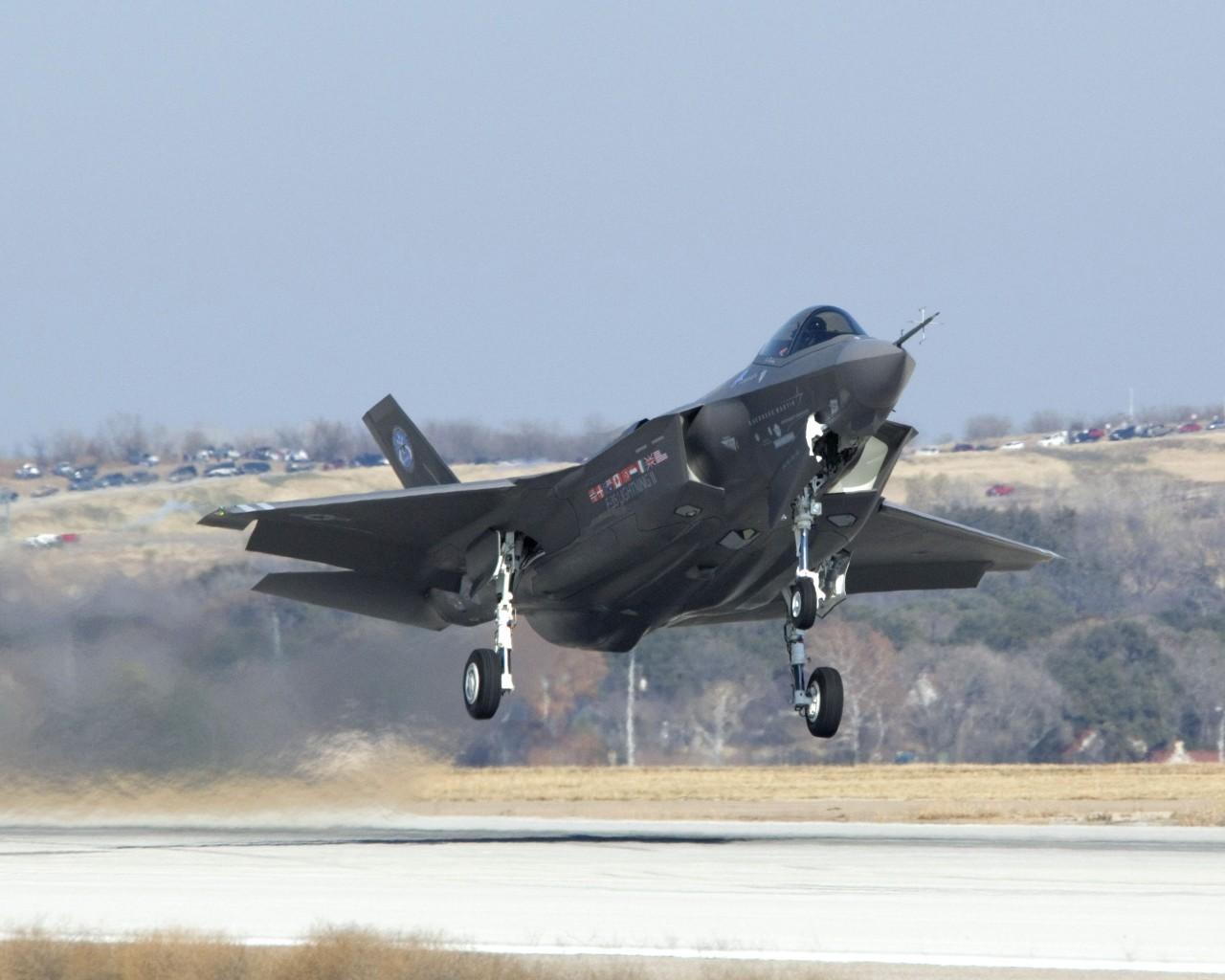 http://1.bp.blogspot.com/-M8vb4_fPgAU/Td1n-qBnxAI/AAAAAAAAEnE/4j5KOdUv02E/s1600/F-35+Lightning+II+fighter+jet+%25284%2529.jpg