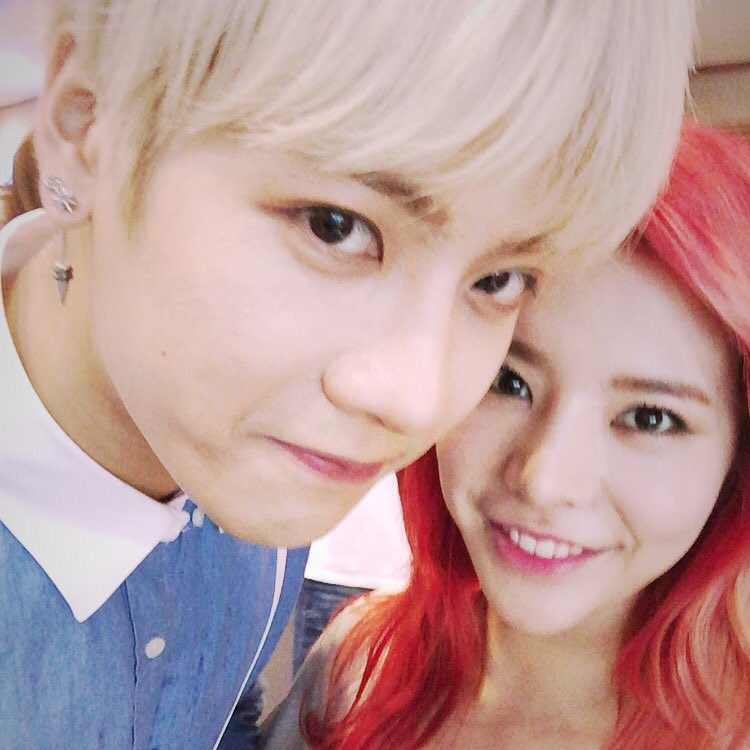 SNSD's Sunny snapped wacky and cute photos with Amber and ... F(x) Amber Pre Debut