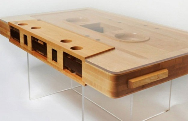 Tavolo musicassetta in legno mixtape wood table idea for Salotti strani