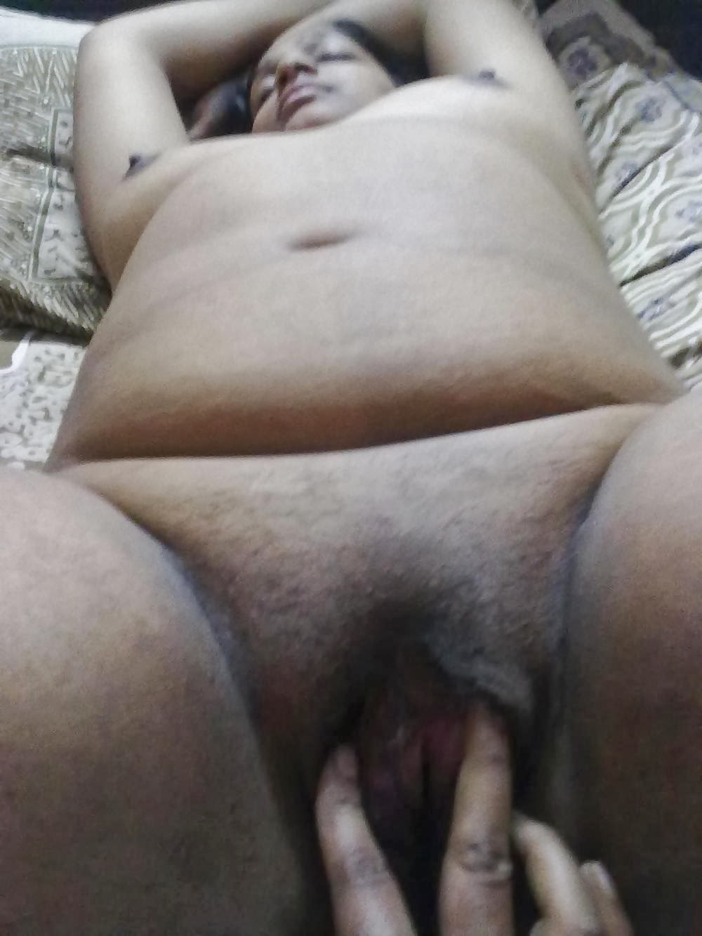 45 year old nude aunty showing shaved nude pussy nangi photo