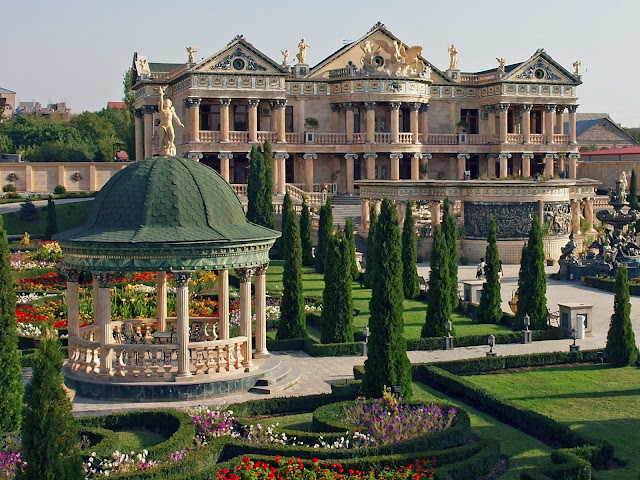 Overdone House, Yerevan, Armenia, Statues, Beautiful house, Yerevan City Armenia, tapandaola111