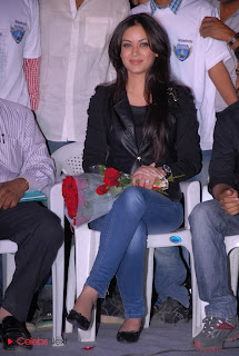 Maryam Zakaria Pictures in Leather Jacket and Skinny Jeans  0008