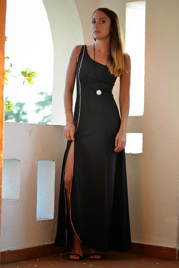 abito nero con spacco