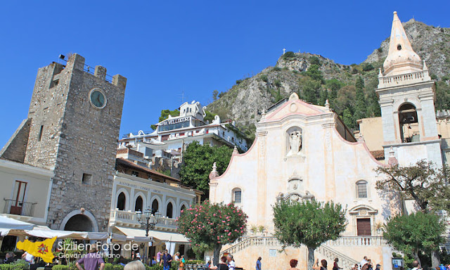 Auf der Piazza IX Aprile in Taormina
