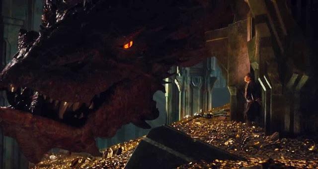 Escena de 'El Hobbit: La desolación de Smaug'. Bilbo y Smaug. Crítica