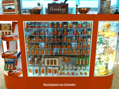 Bombay Herbs & Spices: Vitrine de Pimentas do quiosque