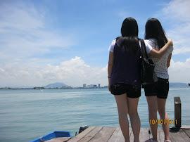 我们的背影,槟城的天空
