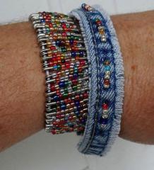 membuat kerajinan gelang dari kain jeans lama