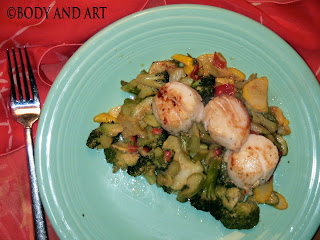 ROBBY ROBINSON'S DIET - HEALTHY MUSCLE BUILDING MEALS GRILLED SCALLOPAS WITH SAUTEED VEGETABLES Robby's dietary anabolic SUPPLEMENTS, OILS and HERBS  for natural fat loss and muscle growth at any age  ▶  www.robbyrobinson.net/anabolic-pack.php