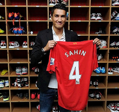 Nuri Sahin with the Liverpool jersey number 4