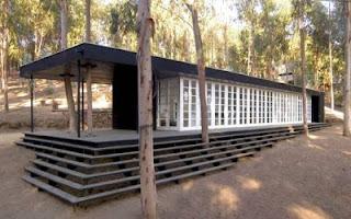 Vivienda de madera contemporánea en un bosque de Chile
