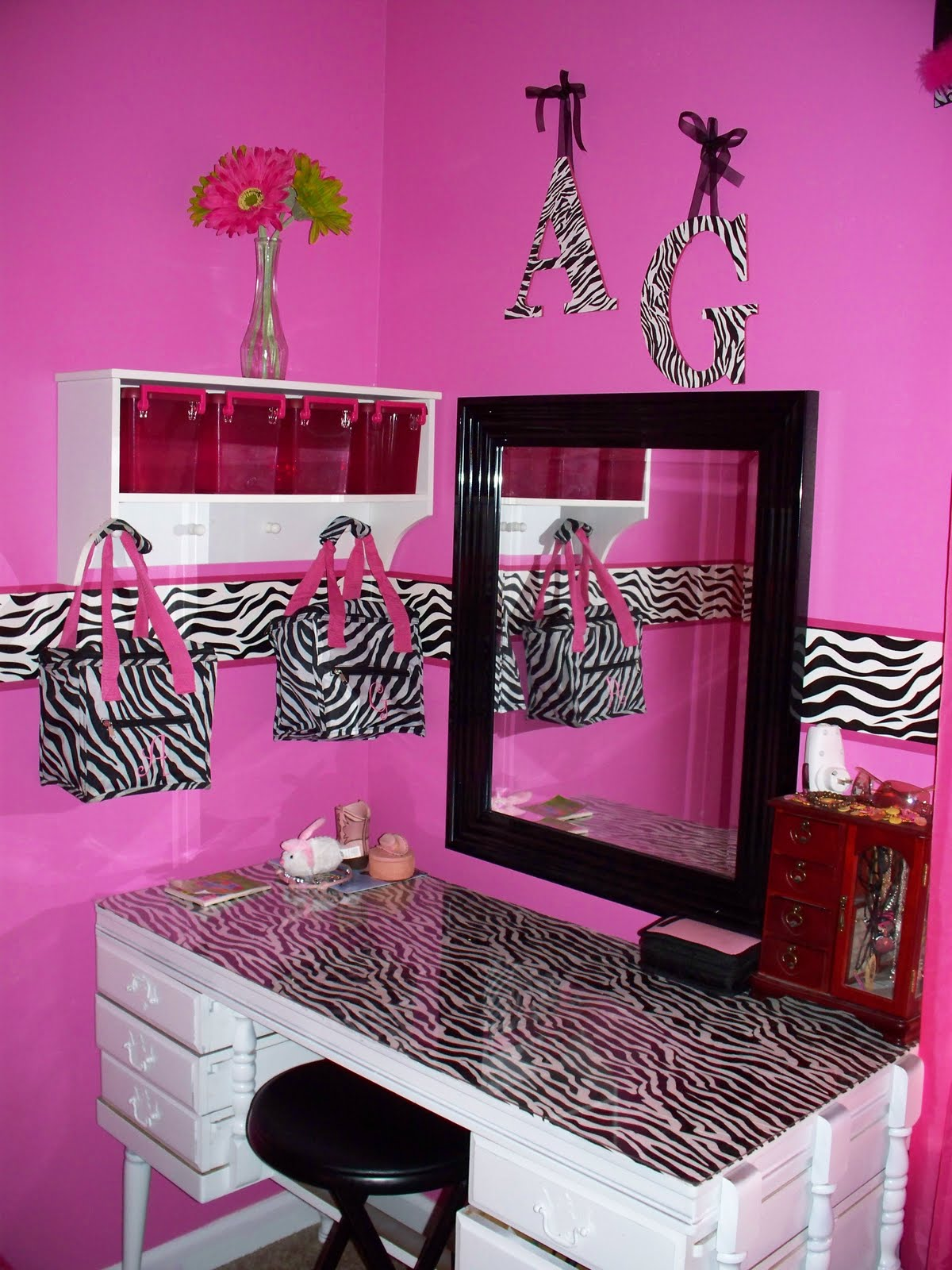 Mommy lou who hot pink zebra room for Zebra print bedroom ideas