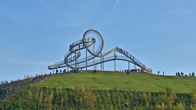 Di Jerman Ada Trotoar Mirip Jalur Roller Coaster