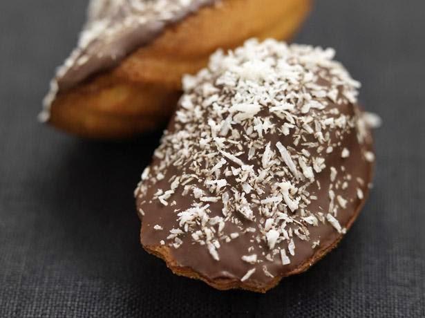 Magdalenas con chocolate y coco