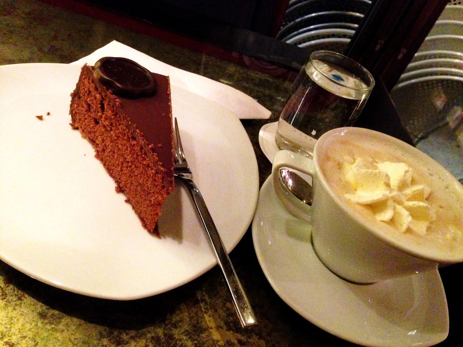кофе меланж и торт захер