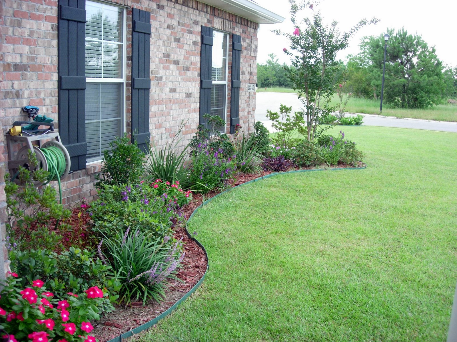 How To Landscape Around A New House : D i y e s g n curb appeal part the landscaping