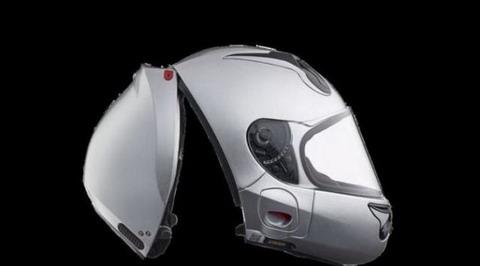 Helm Vozz dengan konsep R.S 1.0