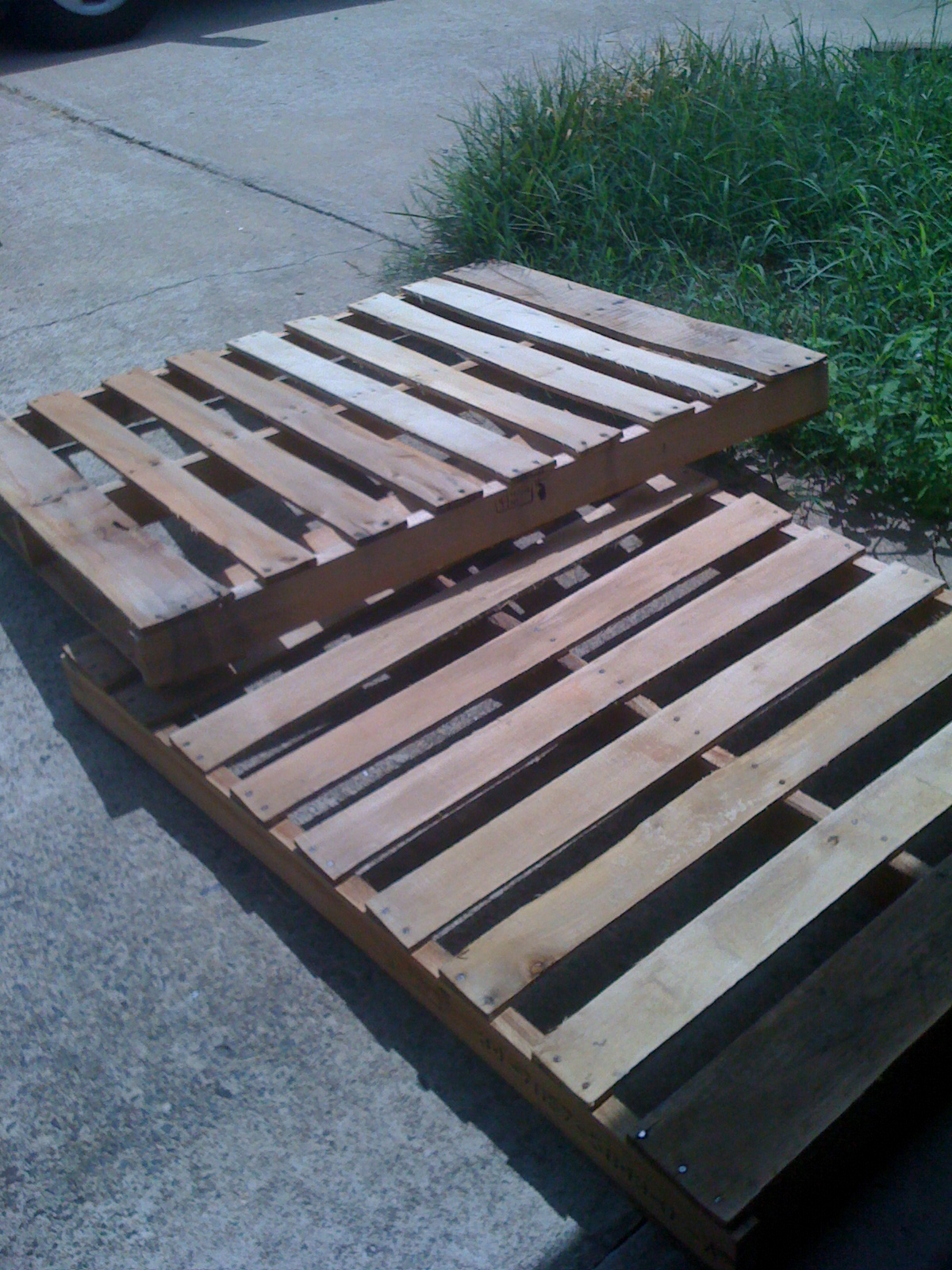 Remodel This House DIY Pallet Bed Frame