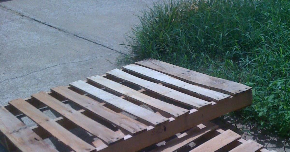 Remodel This House: DIY Pallet Bed Frame