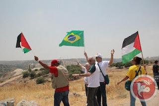 Brasileiros e palestinos em protesta contra o Muro do Apartheid