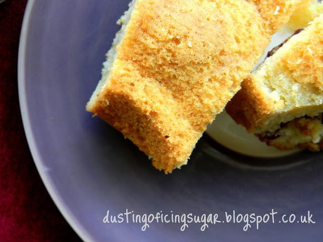 Cranberry bundt cake - dustingoficingsugar.blogspot.co.uk