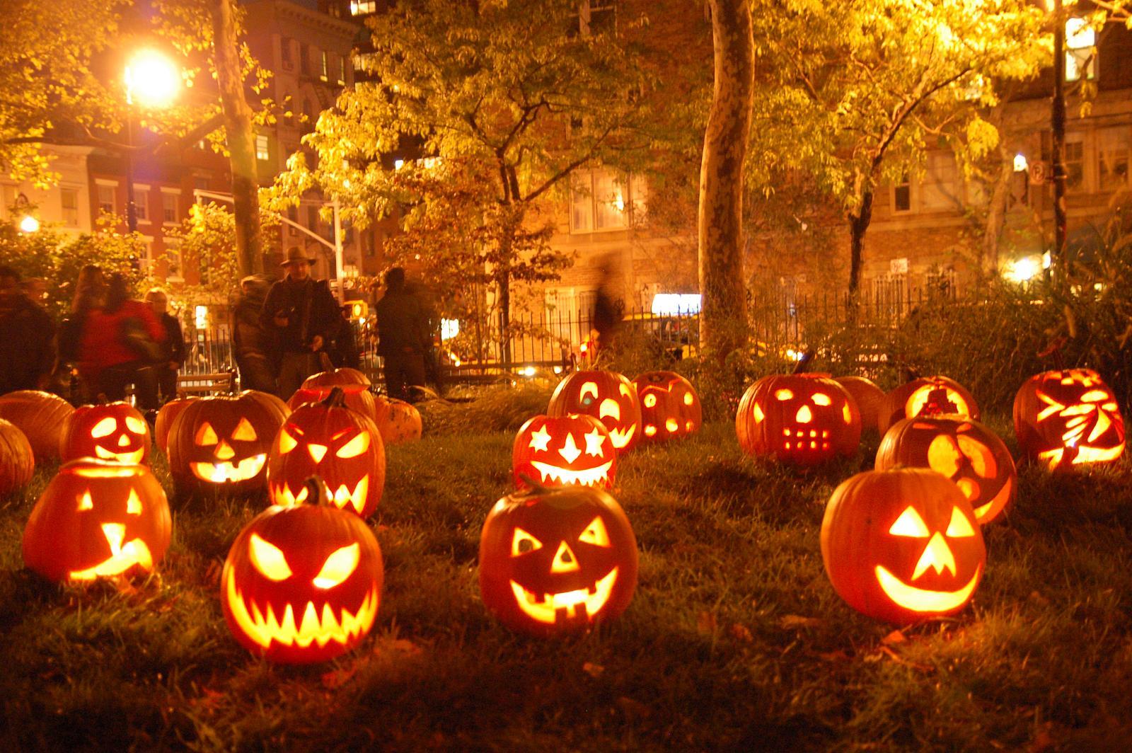 halloween com: