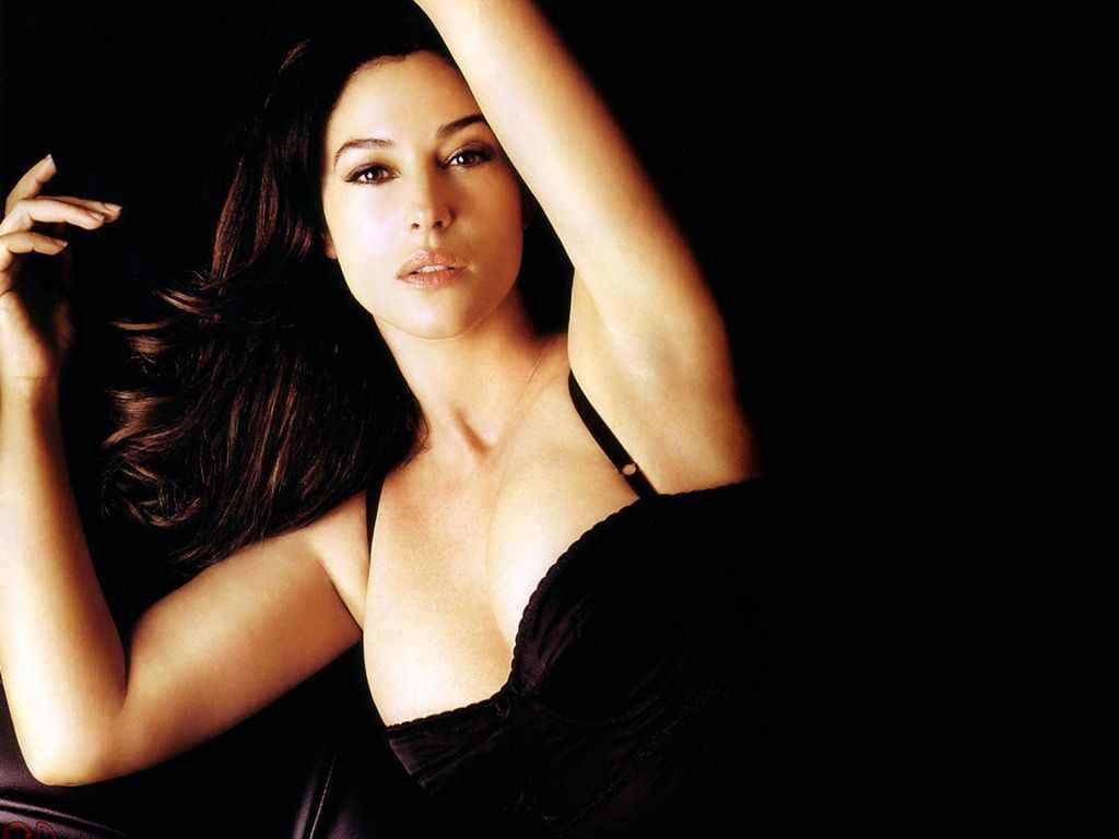 http://1.bp.blogspot.com/-MCYYAIJrP-I/TfjaR4eHsSI/AAAAAAAAADw/0lWAyisBLZc/s1600/Monica-Bellucci-10.jpg