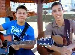 Pedro e Guilherme na música Fatos e Fotos