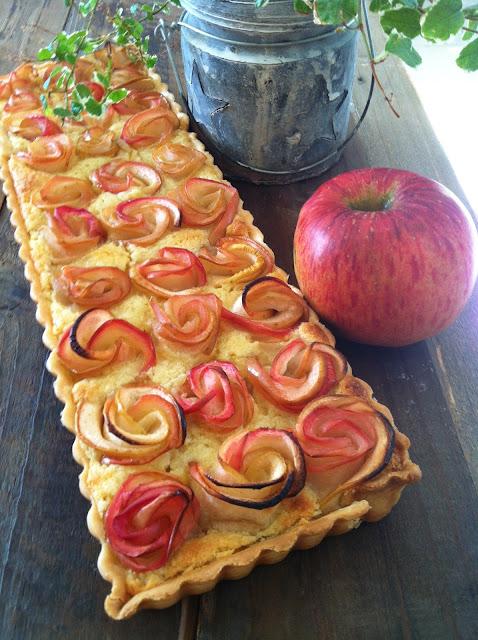 """alt=""""tarte aux pommes bouquet de roses"""""""