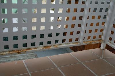Oxidación de barandilla de balcón.