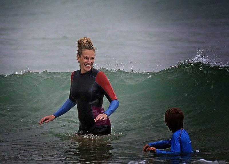The‭ ‬46-year-old, Julia Roberts was pictured on Saturday,‭ ‬May‭ ‬10,‭ ‬2014‭ ‬at the beach in Kauai,‭ ‬Hawaii with her children's,‭ ‬Hazel,‭ ‬Phinnaeus,‭ ‬and Henry and also husband,‭ ‬Danny Moder.
